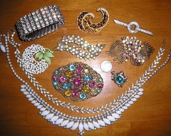 Vintage 17 Pieces Rhinestone Jewelry Repair Lot Trifari Coro 1950-60's Priced To Sell All Signed 6067