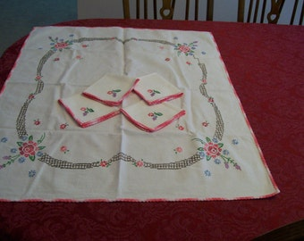 Embroidered Tablecloth Napkin Set Vintage 5pc with Pink Crochet