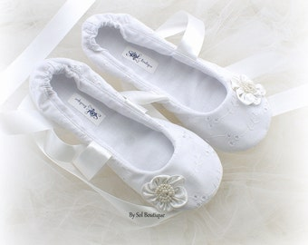 Girl Flats, White, Flower Girl, First Communion, Confirmation Shoes, Ballet Slippers, Toddler Shoes, Bat Mitzvah, White Flats, Eyelet Flats