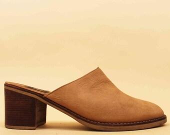 90s Vtg Minimalist Tan NUBUCK Leather CLOG Mule Slingback / Slip On Wood PLATFORM Stacked Chunky Heel / Boho Grunge Hippie 10 Eu 42