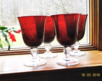 4 - Ruby Red Cristal D' Arques Durand in The Casual Setting Pattern