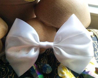 Giant Hair Bow. Cute White Bow. White Hair Bow. Big Hair Bow. Cute Hair Bow. White Hairbow. White Bow Clip. Made in the US. Kawaii Hair Bow.