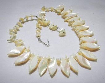 Mother of Pearl Vintage Fashion Jewelry Necklace With Glass Pearls
