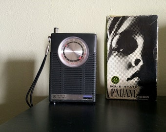 Vintage 1960s MOD Transistor Radio 60s Electronic AM FM Radio Twiggy Style Box Packaging General Electric Solid State Battery Operated