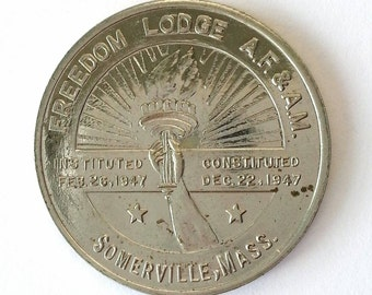 Vintage Masonic Coin Somerville, MA Freedom Lodge 1947 Freemason Medal silver tone metal Massachusetts fraternal