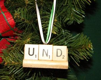 UND Scrabble Ornament On Rack 7407