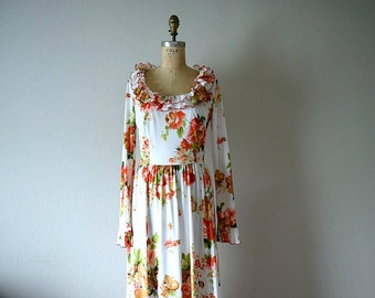 50% SALE . 1970s floral maxi dress . vintage 70s rose print dress