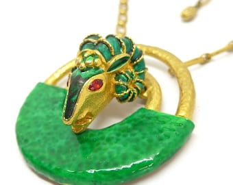 Vintage 1970s Gold Tone Enamel Rams Head Pendant Necklace