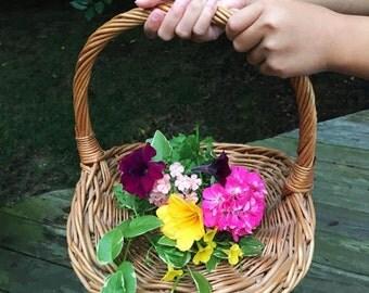 Vintage Flat Flower Garthering Basket / Flower Girl Basket / Natural Wicker /Wedding Decor