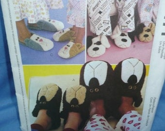 McCall's 2471, Adult and Childrens Slippers Pattern