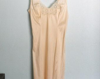 Vintage Ivory Cream Lace Full Slip S / M 34