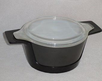 Pyrex Black Promo Casserole with Hugger