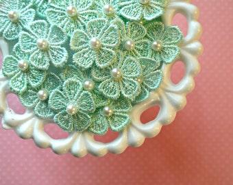 """Venise Flower Appliques. Mint Green Flower Appliques. 1"""". Set of 10."""