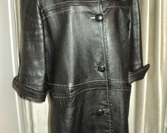 Vintage Boho Chic  Beatnik Black Leather Coat in Vintage Condition, Car Length Coat with 3/4 cut sleeves with white stitched outline details
