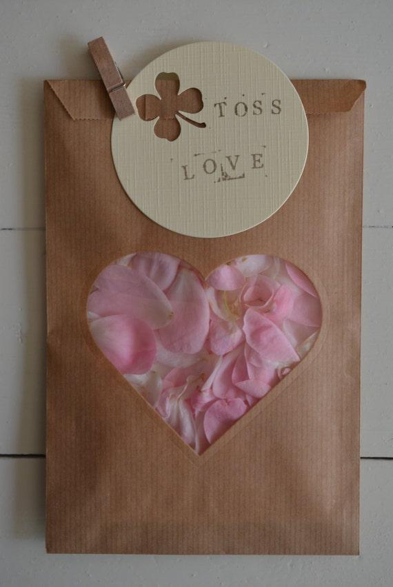 Kraft papieren zakjes cadeauzakjes met hart venster in een for Papieren kraft zakjes