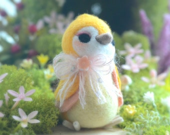 Needle felt wool bird figurine, handmade bird doll, yellow color Hershey bird doll, needle felted animal, kids gift, gift under 25