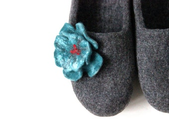 Women slippers - felted wool slippers gray with turquoise felt flower - Mothers day gift - house shoes - made to order - original gift