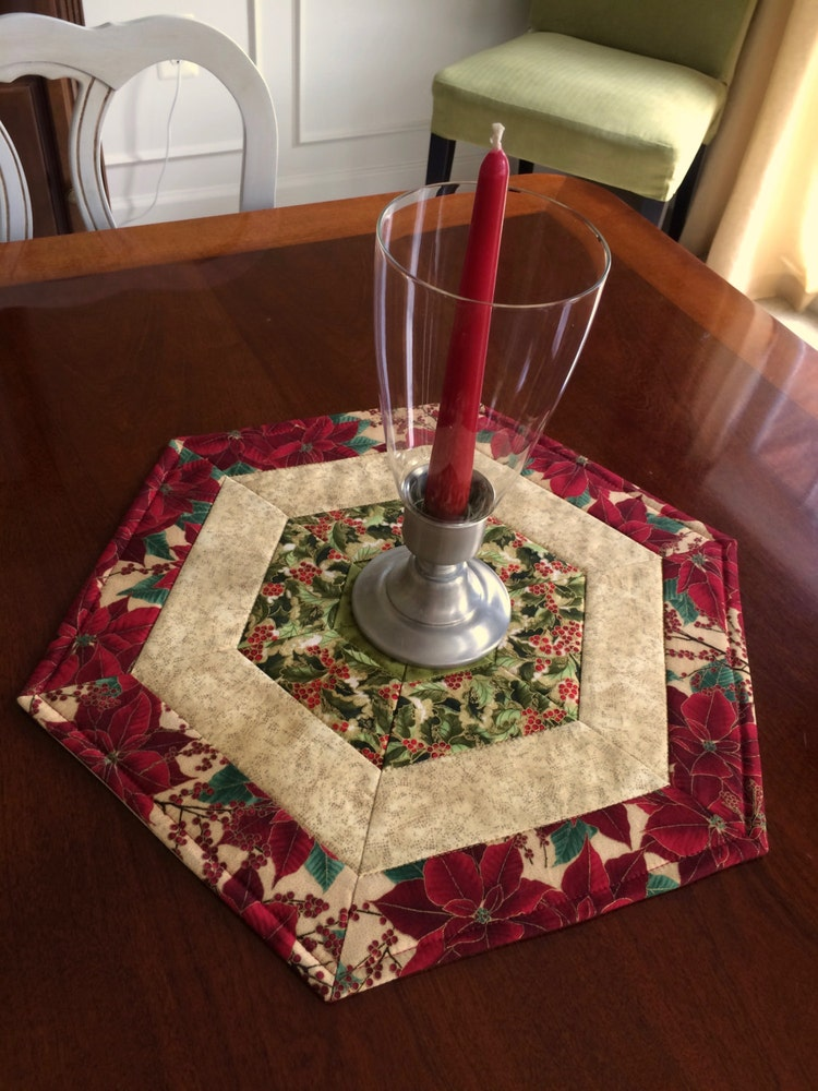 christmas red green quilted hexagon table runner by seaquilt. Black Bedroom Furniture Sets. Home Design Ideas