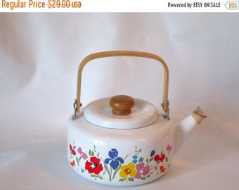 MOVING SALE Vintage Enamel Teapot, Tea Kettle, Early Spring by Gailstyn-Sutton. Made in 1984. Great Condition.