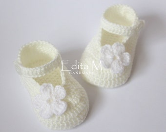 Crochet baby booties, baby shoes, mary janes, baby girl shoes, cream, white, flower, baby shower, gift for new mom, 0-3 months, 3-6 months