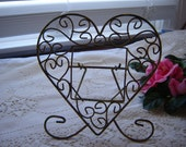 Vintage shabby chic metal heart shaped picture frame easel back wire frame rustic shabby chic home decor Valentine Day