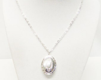 Lovely Victorian Embossed Silver Plated Oval Locket Pendant Necklace