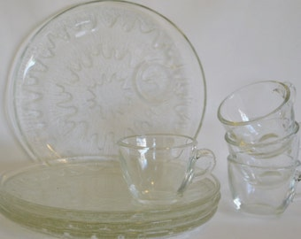 Sunburst Luncheon Snack Plates and Cup by Indiana Glass Company, Wave Texture Pattern, 8 pieces