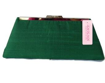 Emerald silk wedding clutch/ Bridesmaids gift purse/ Bridal accessory/ Summer wedding purse/ Green party bag/ May birthstone /Spring clutch