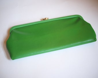 60s kelly green leather envelope clutch with black lining and little silver clasp