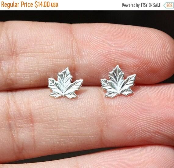 Summer Sale - Sterling Silver Leaf Stud Earrings / Summer Jewelry / Delicate Jewelry / Leaves Minimalist Earrings /  Tiny Leaf Studs / Cute