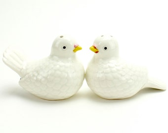 Vintage Doves Salt Pepper Shakers, Norcrest, White Doves, Lovebirds, Cake Topper, Bird Couple, Wedding Birds, Romantic Cake Topper, Epsteam