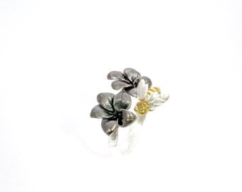 Flower and bee silver ring. Bee and flower adjustable ring.