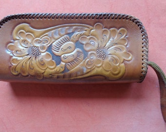 RARE Vtg 40s Floral TOOLED Leather Clutch!