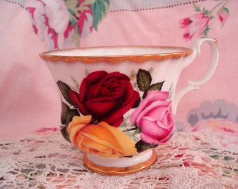 Vintage Teacup Roses Royal Castle Bone China England Shabby Cottage Chic