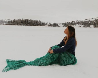 Mermaid Tail Blanket / Mermaid Blanket / Mermaid Fin Blanket / Mermaid Tail Fin / Adult Mermaid Blanket / Child Mermaid Blanket