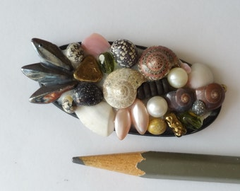 Vintage bead and shell pendant bead