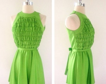 ON SALE 1960s Vintage Women's Granny Smith Green Smock Front Mini Dress Size S/M
