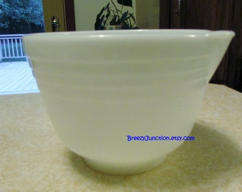 Mixer Bowl, Hamilton Beach Mixing Bowl, Pyrex White Jadeite w/ Spout & Raised Band, 23, Small Bowl, Baking Supply ~ BreezyJunction.etsy.com