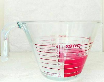 Pyrex Measuring Cup 2 Cup 16 Ounces Oven Proof Glass Red Lettering Reverse Read Style Open Handle For Lefties