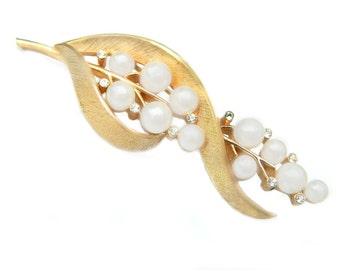 Crown Trifari Pearl Brooch 10 K Gold Rhinestone Crystal Glass Pearl Vintage Pin For Women Traditional Wedding Bride Jewelry Gold Plated