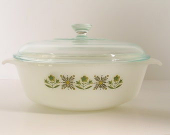 1960's ANCHOR HOCKING Fire King Green Meadow 1-1.5 Quart Baking Dish with Original Lid Mad Men Retro Kitchen in excellent vintage condition.