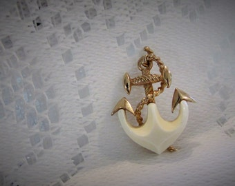 anchor brooch. vintage brooch. nautical brooch. sea brooch. boating broach. seamen brooch. navy brooch. nautical jewelry. anchor jewelry