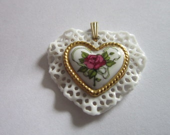 Beautiful Vintage Chine Porcelain Heart & Rose Necklace Pendant