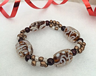 Bracelet: Glass Beaded Elastic Bracelet for Easy Wear with Fused Glass Beads in Brown and White