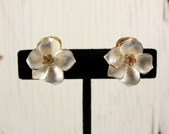 Vintage Gold Tone White Enamel Flower Clip Earrings with Clear Rhinestone Accents (retro 70s 80s 90s small little pretty spring easter)