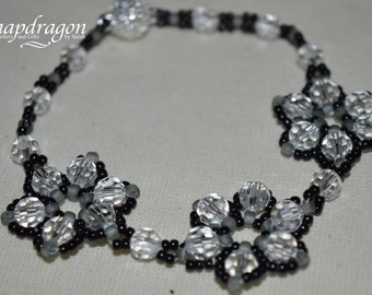 Beaded flower bracelet with sparkly magnetic clasp