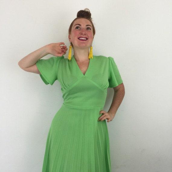 Lime green maxi dress vintage 1970s knife pleat long flared skirt V neck cape sleeves UK 14 crimplene 70s disco festival boho accordian