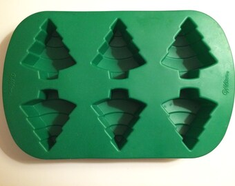 Wilson Silicone Christmas Tree Mold, makes 6 Christmas trees, Christmas baking, candy molds, bath bomb molds