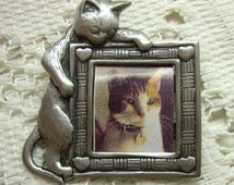 Vintage JJ Cat Pin...Pewter Cat Holding A Picture Frame...Ready For Photo....JJ Jonette Collectors