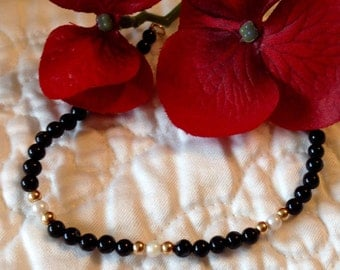 Black Beaded Bracelet with White and Gold Colored Accents (st - 1586)